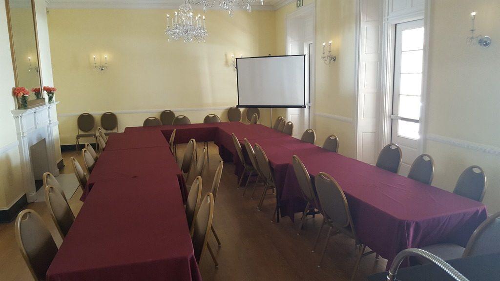 U set up business meeting - Ballroom